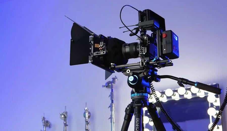 Heavy Camera Installed on the Monopod