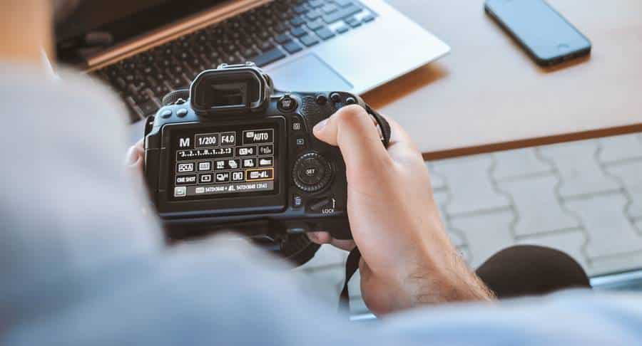 3 Criteria to Choose Best Camera for Beginners in 2021