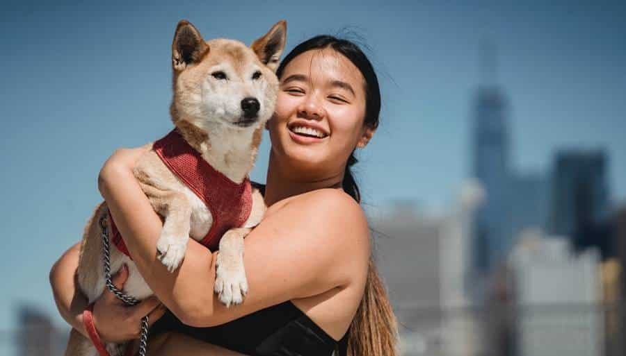 Best Poses for Plus Size Girls with Pets