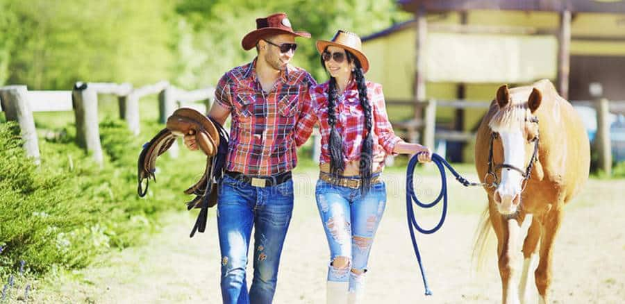 Horse Photoshoot Ideas and Poses - Love Story