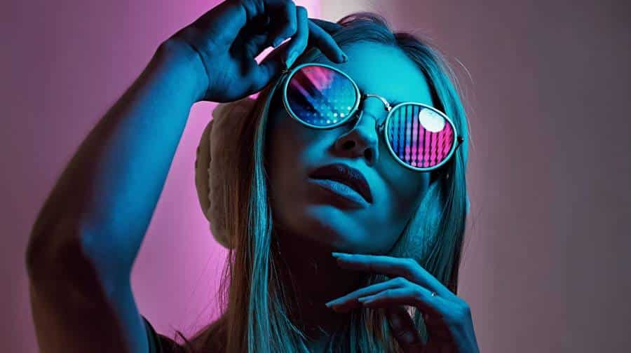 Using Ring Light and Sunglasses