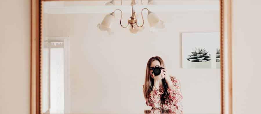 Using Mirror for Selfie