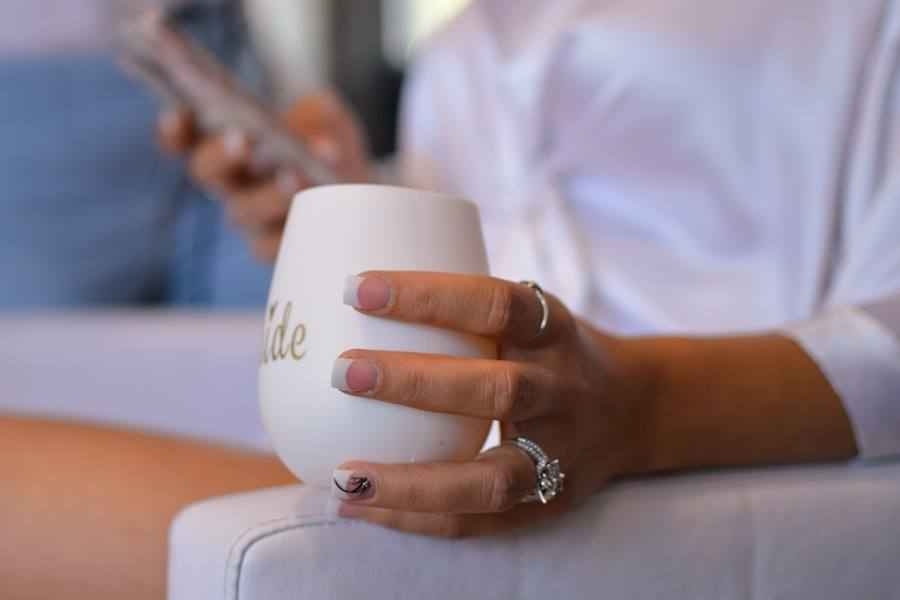7 Steps to Take Perfect Engagement Ring Selfie with Your Phone