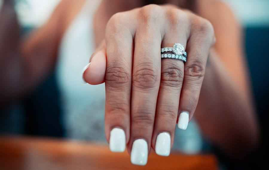 How to Take Perfect Engagement Ring Selfie?