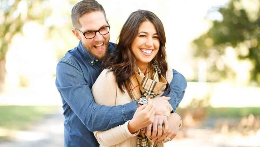 Choose Proper Lighting for Engagement Ring Selfies